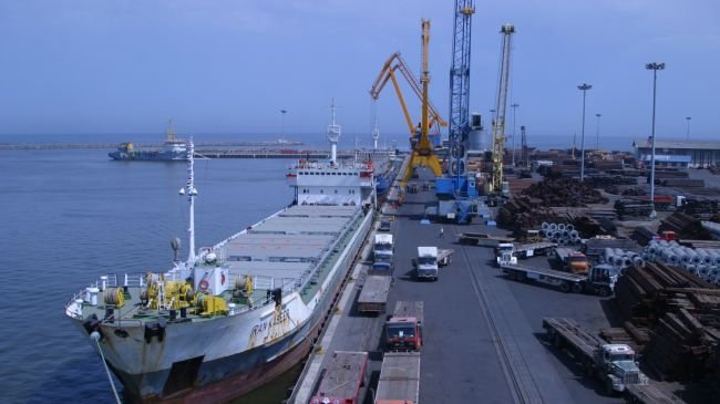 http://theiranproject.com/wp-content/uploads/2013/06/A-cargo-ship-docks-at-Irans-Chabahar-Free-Trade-Industrial-Zone..jpg