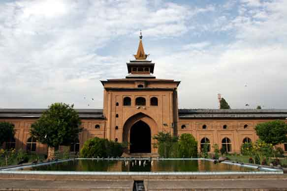 jamia-masjid-in-srinagar-india-0.jpg