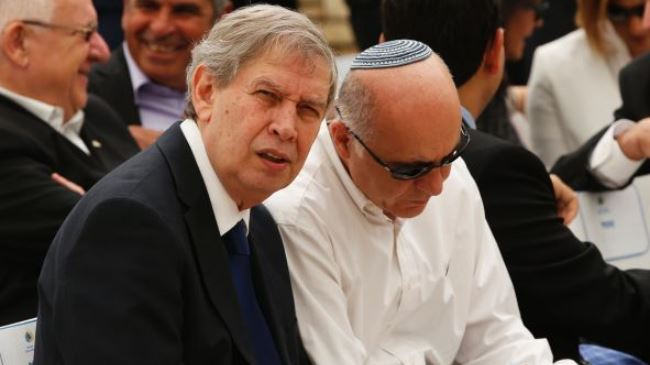 Tamir Pardo (L), head of Israel spy agency, Mossad, sits next to Yoram Cohen, chief of Israel's Shin Bet internal security service. (File photo)