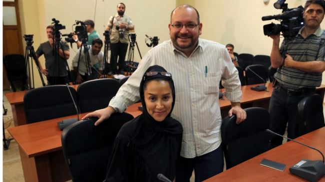 The Washington Post's Iranian-American journalist Jason Rezaian (R) and his Iranian wife Yeganeh Salehi, who works for the UAE newspaper National, during a press conference in Tehran on September 10, 2013.