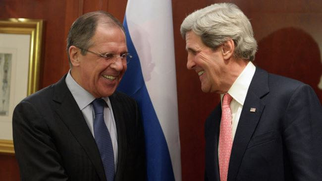 Russia Foreign Minister Sergey Lavrov (L) and US Secretary of State John Kerry