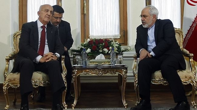 Iran's Foreign Minister Mohammad Javad Zarif (R) and Lebanese Defense Minister Samir Moqbel meet in Tehran on October 20, 2014.