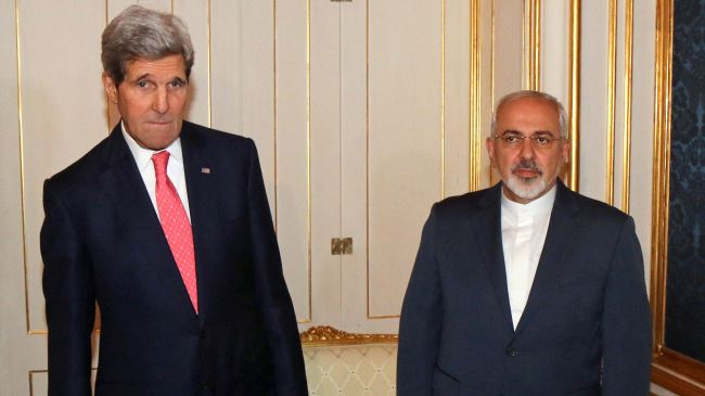 Iran's Foreign Minister Mohammad Javad Zarif (R) and his American counterpart John Kerry pose for a photo prior to a bilateral meeting in Vienna on November 23, 2014.