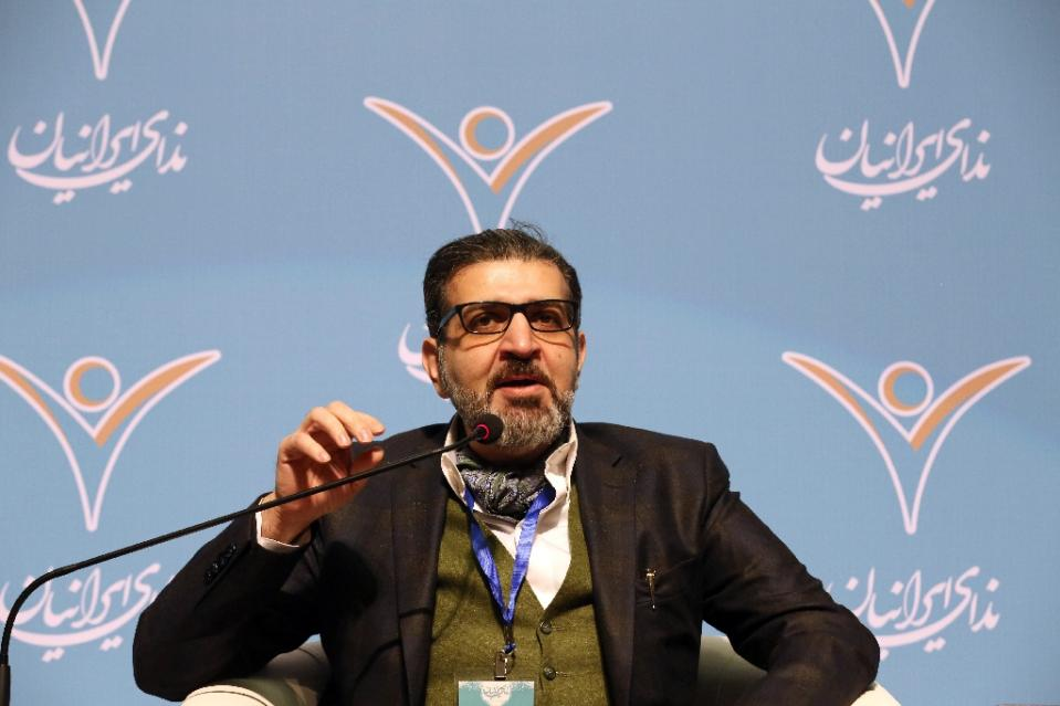 Seyed Mohammad Sadegh Kharazi, head of Nedaye Iranian, speaks during congress of the new reformist party in Tehran on February 26, 2015 (AFP Photo/Atta Kenare)