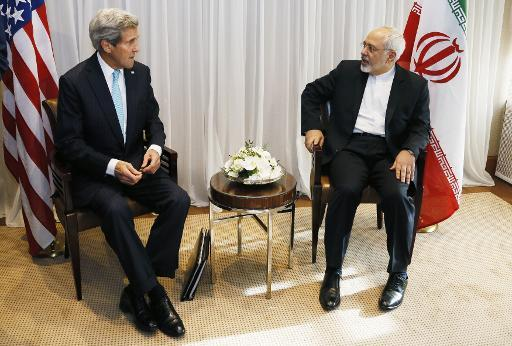 AFP/Rick Wilking - Iranian Foreign Minister Mohammad Javad Zarif (R) talks on January 14, 2015 with US State Secretary John Kerry before their meeting in Geneva