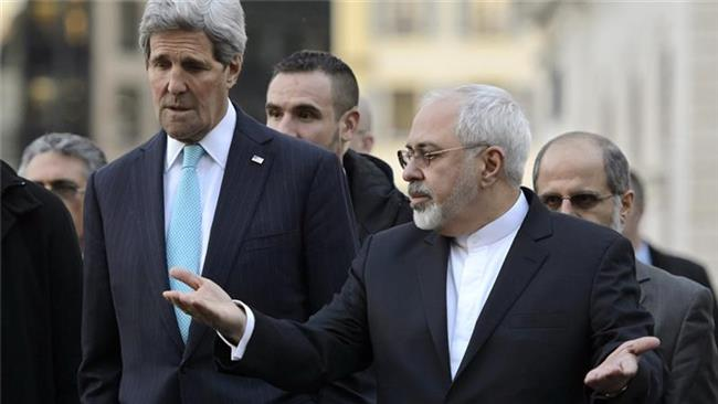 Iranian Foreign Minister Mohammad Javad Zarif (R) and US Secretary of State John Kerry speak in Geneva on January 14, 2015.