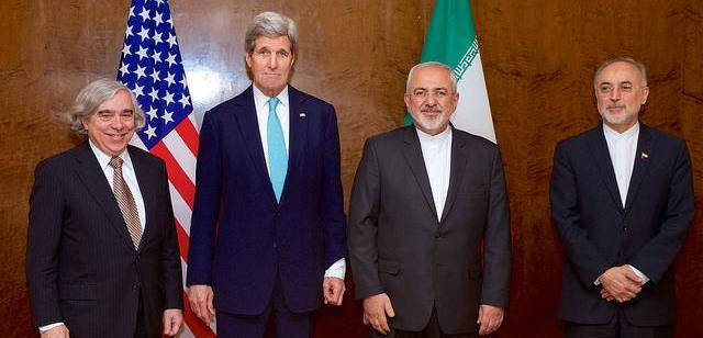 From left to right: US Energy Secretary Ernest Moniz, US Secretary of State John Kerry, Iran's Foreign Minister Mohammad Javad Zarif & the head of the Atomic Energy Organization of Iran, Ali Akbar Salehi