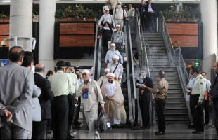 First group of Iranian Hajj pilgrims arrive in Tehran