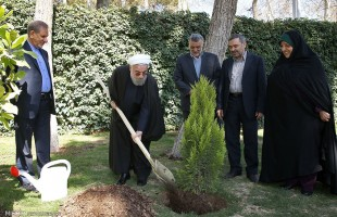 Rouhani plants tree on Week of Natural Resources
