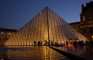 Display of Louvre Museum World Masterpieces in Iran