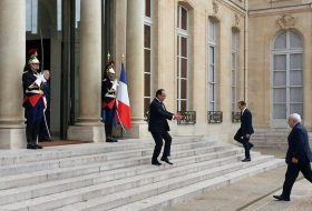 Zarif & Hollande