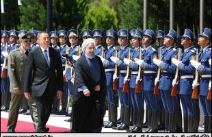 President Rouhani officially welcomed in Baku