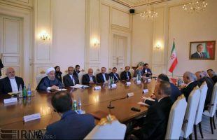 Presidents Rouhani, Aliyev meet ahead of Baku summit