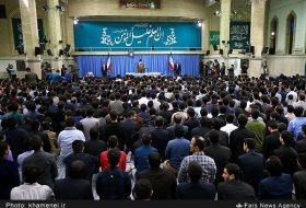 leader-receives-top-iranian-university-students-elites