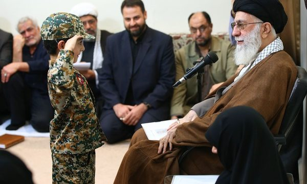 Leader receives a number of families of martyred defenders of holy shrines of Prophet's Households