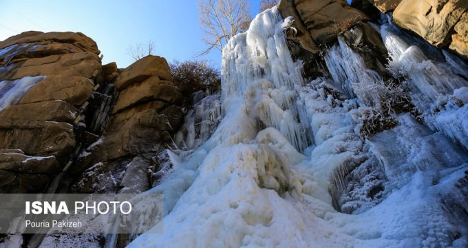 iran-ganjnameh-waterfall-freezes